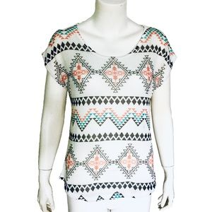 BLU PLANET   Tribal Print Knit Top Short Sleeve L